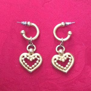 Jewelry - Vintage gold toned hearts earrings